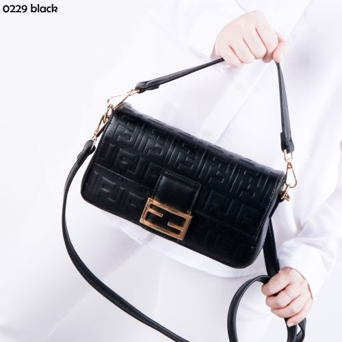 New Collection New Arrival Readystock FD Baguette Crossbodybag Code: MD0229